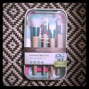 💜SALE!⬇ECOTOOLS BLOOMING BEAUTY KIT